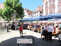Musikprob Brass Festival Pfullendorf, Seepark BauFachForum Baulexikon Thema: Brunnenfest 2017 in Pfullendorf. Die Musiker proben bereits auf den Großen Auftritt. Die Gäste feiern vor der >alten Gred< in Pfullendorf.