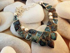 Collar etnico artesanal de plata, Azurita y Topacio azul y perlas.