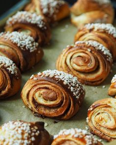 These cinnamon buns are called korvapuusti in finnish and are very popular to eat in every occation. Doughnut, Sweet Recipes, Cinnamon, Bakery, Muffin, Healthy Eating, Cookies, Breakfast, Food