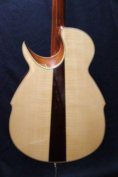 Nico Dayer Guitars acoustic bass