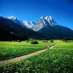 ღღ Garmisch-Partenkirchen, Waxenstein und Zugspitze  ♥  ♥  ♥  Wir lieben Deutschland. Deutschland liebt die Trinkflasche aus Glas von EPiCO BOTTLES. Finde sie auf https://epicobottles.de/