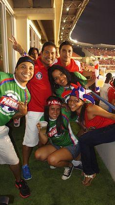 Ganadores del concurso de cábalas nos acompañaron en el palco del Estadio Rommel Fernández.