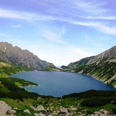 """Polubienia: 54, komentarze: 4 – Hasające Zające (@hasajacezajace) na Instagramie: """"Mountain lake in Polish Tatra Mountains. #hasajacezajace  #tatry #gory # mountains #mountainlake…"""""""
