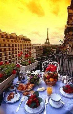 Petit déjeuner de printemps parisien