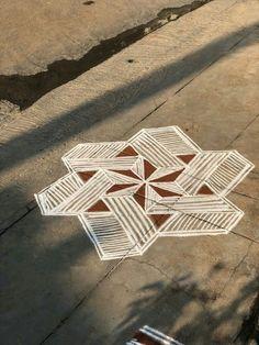 Rangoli Ideas, Rangoli Designs Diwali, Kolam Rangoli, Flower Rangoli, Easy Rangoli, Kolam Designs, Kolam Dots, Rangoli With Dots, Padi Kolam