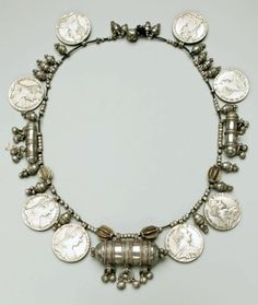 Yemen | Amulet necklace; silver: engraved, cast, stamped, granulation and filigree | Late 19th century
