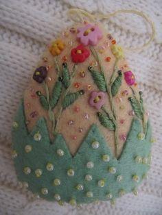 Easter Decoration Felt Beaded Egg Ornament in by MrsNeedleton Felt Embroidery, Felt Applique, Easter Projects, Easter Crafts, Felt Projects, Spring Crafts, Holiday Crafts, Felt Crafts, Fabric Crafts