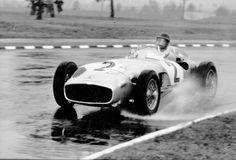 5. #Mercedes-Benz #W196 - O carro era muito inovador em certos aspetos, tal como na conceção do motor com um sistema de válvulas que utilizava um controlo positivo da operação das válvulas sem molas.