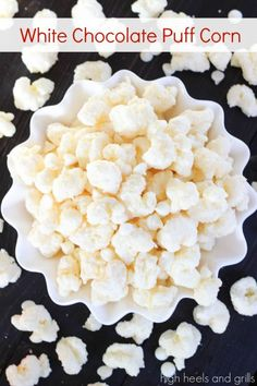 White Chocolate Puff Corn - sweet and salty snack that is so addicting! Popcorn Recipes, Candy Recipes, Holiday Recipes, Snack Recipes, Dessert Recipes, Crack Popcorn Recipe, Tailgating Recipes, Christmas Recipes, Snacks Für Party
