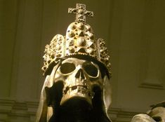 A skull wearing the imperial crown of the Holy Roman Emperor; from the tomb of Karl VI/Charles VI in the Kapuzinergruft Vienna/Wien (Wikipedia; World History Facts, Imperial Crown, Roman Emperor, Catacombs, Creature Feature, Dark Ages, Skull And Bones, Crown Jewels, Memento Mori