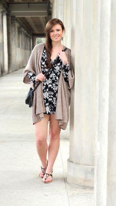 Jumpsuit | Cardigan | Fashionblogger | Summer outfit | Summer look | Brunette | Sandalen | geblümt | Jumpsuit H&M | JustMyself | OOTD | girl | beautiful | pretty