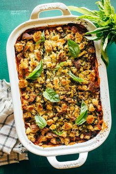 Baked Eggplant Parmesan Recipe (no frying!) Eggplant Zucchini, Baked Eggplant, Eggplant Parmesan, Eggplant Recipes, Best Vegetarian Recipes, Real Food Recipes, Cooking Recipes, Cheesy Pasta Recipes, Healthy Weeknight Meals