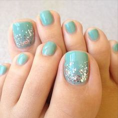 A Touch of Sparkle #pedicures #nailideas