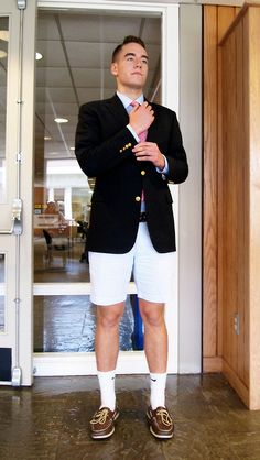 Hodge'15 shows a classic, preppy Tabor look.