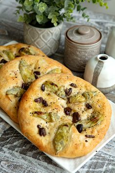 Tender rounds of chewy focaccia topped with flavorful black olives and artichokes. Sicilian Recipes, Sicilian Food, Bread Without Yeast, Biscuit Bread, Scd Recipes, Plant Based Nutrition, Artichokes, Artisan Bread, Bread Rolls