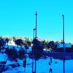 A ver cómo se da el día. Parece que está hasta la bandera. #snow #snowboard #esquienfamila vamos!!! #navacerrada #madrugon