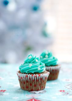 Gingerbread Stout Cupcakes with White Chocolate Buttercream - Perfect for the holidays!