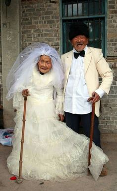 Centenarian couple who have been married for 88 years have their wedding photos taken. Wu Conghan, and his wife Wu Songshi, married in and have been together for almost 90 years. When they got married, there wasn't the option of wedding photographs. Vieux Couples, Old Couples, Elderly Couples, Growing Old Together, Happy Photos, Young At Heart, Foto Art, True Love, Marie