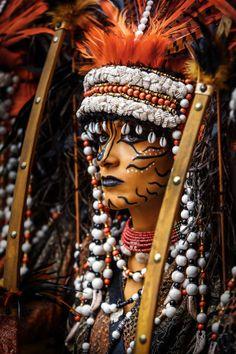 Mora von Vicente Esteban auf - Famous Last Words Indian Halloween Costumes, Halloween Makeup, Maquillaje Halloween, Estilo Tribal, Adult Face Painting, Tribal Makeup, Big Afro, Indian Photoshoot, Native American Artwork