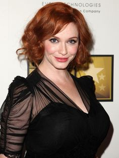 """Splendid paragon of beauty Christina Hendricks . She has been called the """"new modern ideal of Hollywood glamour—full figured, voluptuous; a throwback to the days of Marilyn Monroe, Jane Russell and Veronica Lake. Beautiful Christina, Beautiful Redhead, Beautiful Gorgeous, Gorgeous Women, Christina Hendricks, Anna Nicole Smith, Cristina Hendrix, Sandro, Buxom Beauties"""