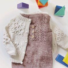 O so soft O so delicate. Girls don't have to wear pink on pink. Eller hva @lakatina 😍😘💕 #newblogpost #loopknitting #barnestrikk #leneholmesamsøe #knitted_inspiration #knitstagram