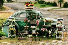 A onda dos negócios móveis, que teve início com os food trucks, chegou a outros ramos do mercado. Carregadas de rosas, suculentas e arranjos florais, charmosas floriculturas circulam pelas cidades atraindo olhares por onde passam. Por consequência, ainda levam uma dose de charme às ruas de grandes centros urbanos