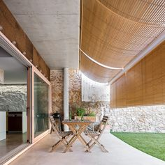 Modern traditional house located in Canet de Mar, Spain, designed in 2017 by Valor-llimós Arquitectura. Pergola Patio, Pergola Plans, Pergola Swing, Pergola Kits, Modern Traditional, Traditional House, Solar Chimney, Solid Brick, Living Place