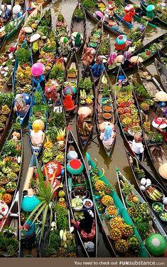 Indonesia - Floating Market - Lembang - Lokbaintan, South Borneo Photo: Reposted from Bangkok Travel, Vietnam Travel, Bangkok Shopping, Nature Adventure, Adventure Travel, Thailand Floating Market, Places Around The World, Around The Worlds, Foto Art