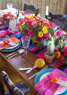 Say hola to colour, fun and festivity with this Mexican inspired tablescape!