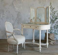 Vintage Vanity Desk - Home Furniture Design New Furniture, Table Furniture, Painted Furniture, Bedroom Furniture, Furniture Design, Makeup Furniture, Makeup Table Vanity, Vanity Desk, Makeup Tables