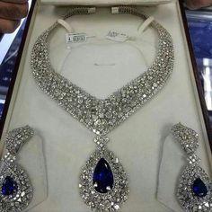 Diamond Necklaces : A stunning set of diamonds and sapphires. - Buy Me Diamond Royal Jewelry, Luxury Jewelry, Indian Jewelry, Jewelry Sets, Vintage Jewelry, Fine Jewelry, Bling, Wedding Jewelry, Jewelry Collection