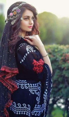 Hairstyles For Round Faces .Hairstyles For Round Faces Beautiful Muslim Women, Most Beautiful Indian Actress, Beautiful Girl Image, Beautiful Hijab, Afghan Clothes, Afghan Dresses, Chicas Dpz, Afghan Girl, Muslim Beauty