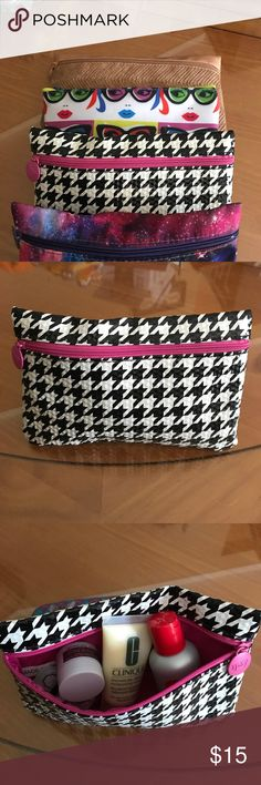 Beauty care samples inside Houndstooth makeup bag This bag is the perfect size to carry in your purse or for travel. The shell is made of vinyl and has a pretty pink lining. Inside you'll find 5 samples of beauty care products. Ipsy Bags Cosmetic Bags & Cases