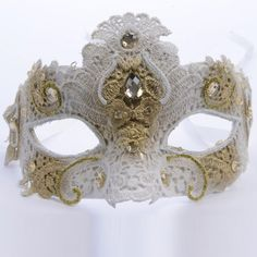 Masque blanc à dentelles sur Izaneo