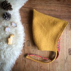 Baby Clothing Wool Pixie Hat Ochre Yellow Baby ClothingSource : Wool Pixie Hat Ochre Yellow by stefaniegraefe Sewing For Kids, Baby Sewing, Pixie, Bonnet Pattern, Beanie Pattern, Diy Bebe, Baby Bonnets, Felt Baby, Kids Patterns