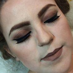 Mais uma make de sabado um esfumado marrom com um delineado de gatinho ! Amo muito o que faço   Agendamentos e orçamentos através do Whatsapp (12)981034707  #maquiagem #formatura #makeformatura #makeup #makeupartist #maquiadora #maquiagemx #maquiagembrasil #jacarei #sjc #saopaulo #saojosedoscampos #maquiadoraprofissional