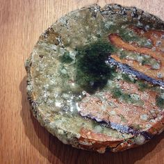 村越琢磨さん作灰釉丸小皿ですただいま村越琢磨陶展酒中日記開催中村越さんの作品勢揃いしております土日月曜日は村越さん在廊しておりますぜひ織部下北沢へお越しください #織部 #織部下北沢店 #陶器 #器 #ceramics #pottery #clay #craft #handmade #oribe #tableware #porcelain