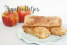 Vandaag een artikel in de categorie oud-ding-in-een-nieuw-jasje, deze lekkere appelrolletjes zijn in no-time gemaakt, lekker en doen je waarschijnlijk denken aan een appelflap maar dan toch een tikje anders. In principe lijken ze heel erg veel op een appelflap maar dat wat praktischer (kan dat? praktisch gebak?) Deze rolletjes zijn net een slagje kleiner dan … Dutch Recipes, Bread Recipes, Baking Recipes, Bake My Cake, Nutella Brownies, No Bake Desserts, High Tea, Bon Appetit, French Toast