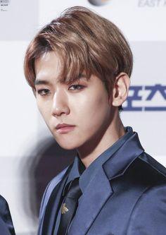 Baekhyun - 170119 26th Seoul Music Awards, red carpet  Credit: Bunny. (제26회 서울가요대상)