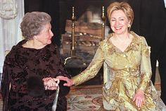 First Ladies - First Lady Hillary Rodham Clinton and former First Lady, Lady Bird Johnson. First Lady Of America, Us First Lady, Presidents Wives, American Presidents, American History, American First Ladies, American Women, Native American, Hillary Rodham Clinton