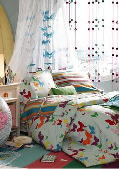 WOW!!! ok get past all the craziness in the room, and the comforter is not bad, but not to sure about a white background