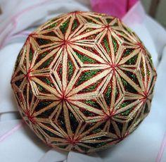 temari Ancient Japanese Art, Japanese Symbol, Paper Flower Ball, Paper Flowers, Yarn Crafts, Diy Crafts, Asian Crafts, Temari Patterns, Thread Art