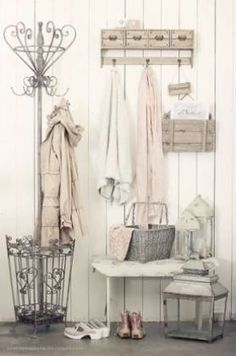 Cottage Shabby Chic Entryway Decor Ideas Vintage chic entryway with the rustic coat/ umbrella rack.Vintage chic entryway with the rustic coat/ umbrella rack. Entrée Shabby Chic, Shabby Chic Entryway, Shabby Chic Zimmer, Estilo Shabby Chic, Shabby Chic Interiors, Shabby Chic Kitchen, Vintage Shabby Chic, Shabby Chic Furniture, Entryway Decor