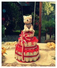 Diaper cake baby shower. Torta de pañales hecho para mi sobrino Joaquín. En rojo y celeste.
