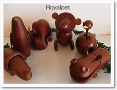 千趣会が1960年代後半から売り出したシリーズ「ロイヤルペット」です。 ちょっと北欧っぽいでしょ(*´艸`)音譜 デンマークの工芸品をもとに日本 のこけし職人さんが作られたそうなんです。