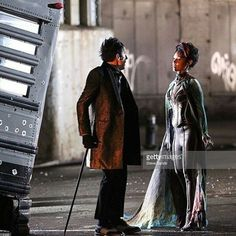 [Jada Pinkett Smith filming Fox-Tv's 'Gotham' on March 2016 in New York City. Sherlock, Gotham Season 2, Penguin Gotham, Robin, Fish Mooney, Scarecrow Costume, Fox Tv, Batman Universe, Cosplay Outfits