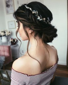 Blown away with these 57 Beautiful Messy wedding hair ,textured updo, half up half down bridal hairstyles wedding hairstyles 57 Gorgeous Wedding Hairstyles For A Gorgeous Rustic Barn Wedding Messy Wedding Hair, Wedding Hair And Makeup, Hair Makeup, Boho Wedding, Wedding Hair Pieces, Makeup Tips, Eye Makeup, Wedding Flowers, Veil Hairstyles