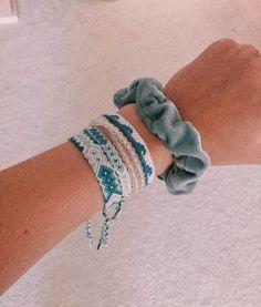Darling Make Alphabet Friendship Bracelets Ideas. Wonderful Make Alphabet Friendship Bracelets Ideas. Bracelet Fil, Bracelet Crafts, Bracelet Making, Thread Bracelets, Embroidery Bracelets, String Bracelets, Embroidery Thread, Woven Bracelets, Ankle Bracelets