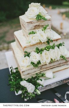 Beautiful Simplistic Wedding Cake Design | Photography by Claire Thomson