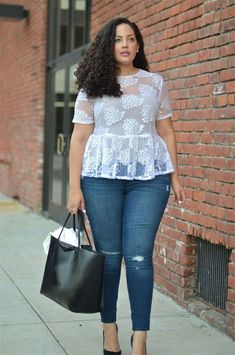 Girl with curves. girl with curves plus fashion, curvy women Curvy Girl Outfits, Curvy Girl Fashion, Plus Size Fashion For Women, Plus Size Women, Plus Size Dresses, Plus Size Outfits, Complete Outfits, Mode Outfits, Fashion Outfits
